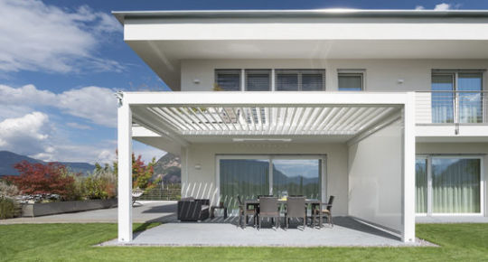 pergola bioclimatique menuiseries