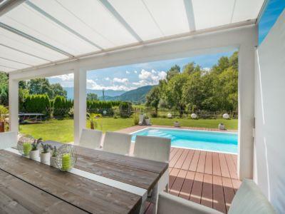 Comment aménager votre pool house avec un store-banne Markilux ?