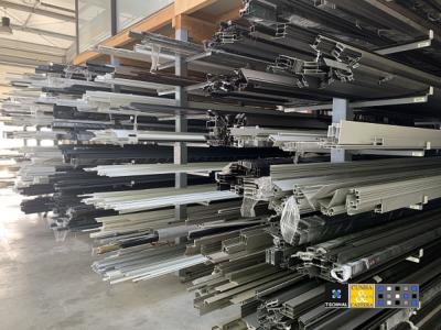Dans notre atelier, nous façonnons l'aluminium sous toutes ses formes