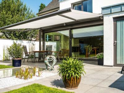 8 solutions pour ombrager votre balcon avec style