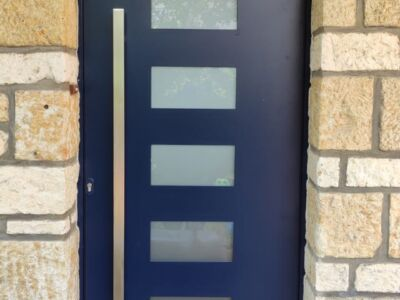 Une magnifique porte d'entrée sécurisée Technal
