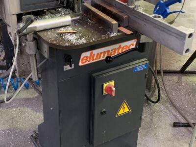 Une machine à travailler l'aluminium